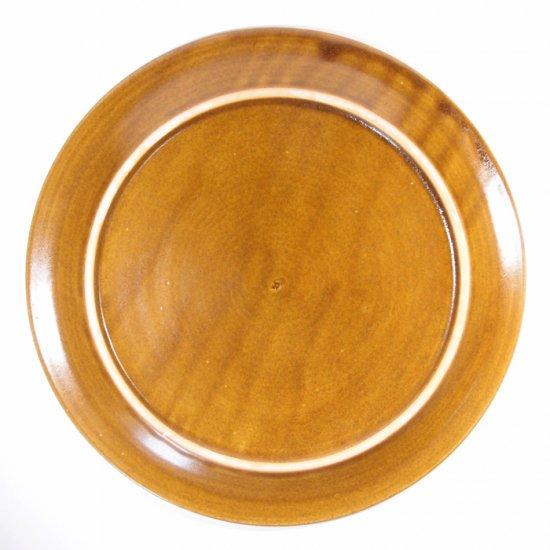 はしもとさちえ│8寸リム皿(茶・彫)