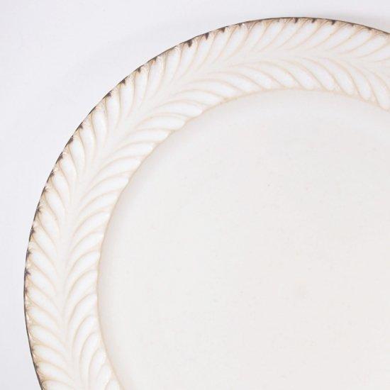 はしもとさちえ│7寸リム皿(白・彫)