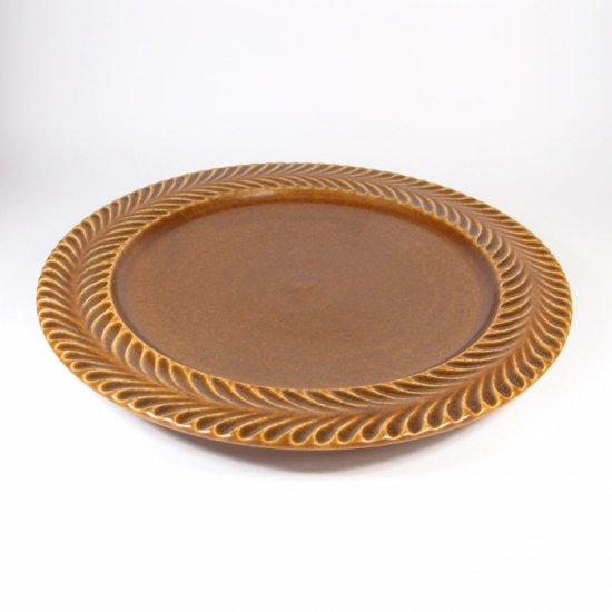 はしもとさちえ│7寸リム皿(茶・彫)