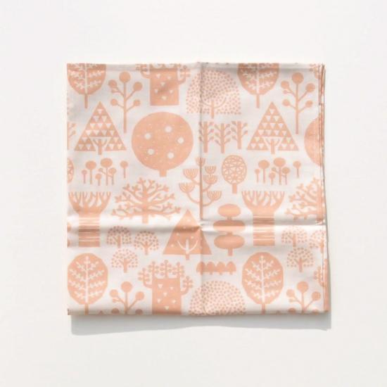 【クリックポストOK】nocogou(ノコゴウ)|手刷り生地のハンカチ・お弁当包み「森」(サーモンピンク)