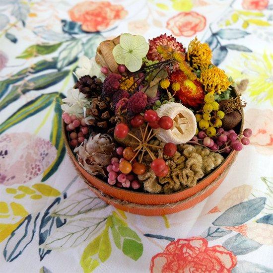 [ドライフラワー]木の実と小花のボックスアレンジ
