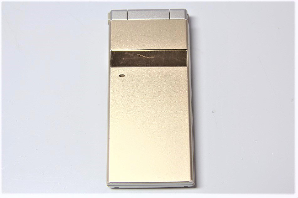 【N】docomo STYLE series P-06C 白ロム 携帯電話 ゴールド【中古品】
