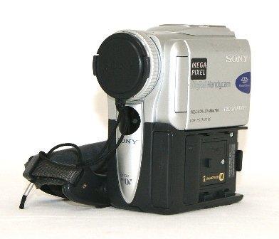 SONY ソニー DCR-PC101K デジタルビデオカメラレコーダー(デジタルハンディカム) ミニDVカセット対応【中古品】