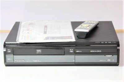 Panasonic DIGA 地上・BS・110度CSデジタルチューナー搭載ハイビジョンレコーダー VHSビデオ一体型 500GB DMR-XW41V-K 【中古品】
