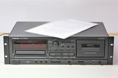 TASCAM CD/カセットコンビネーションプレーヤー ワンタッチダビング機能搭載 CD-A500 【中古品】