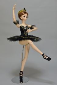 秋葉スザンヌの衣装【Suzanne】 「白鳥の湖」より黒鳥オディール姫
