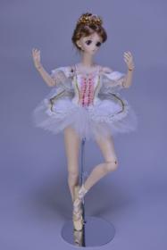秋葉スザンヌの衣装【Suzanne】 「眠れる森の美女」よりオーロラ姫