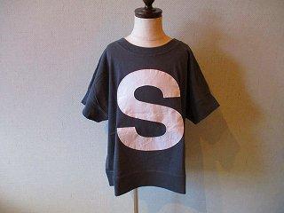キャピタルレターTシャツ(CHARCOAL)130-150
