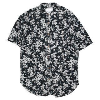 <img class='new_mark_img1' src='//img.shop-pro.jp/img/new/icons20.gif' style='border:none;display:inline;margin:0px;padding:0px;width:auto;' />Band coller aloha shirt(flower black)