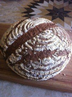 キッチン酵母のライ麦パン