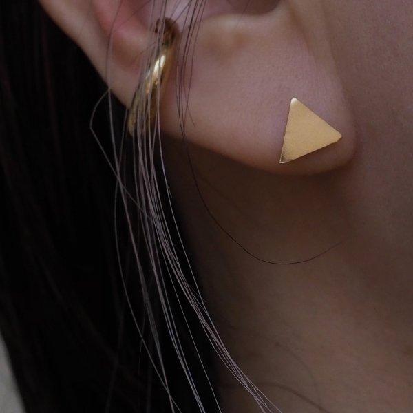 你现在可以戴耳环了。请选无环耳环。 (1piece) Sankaku Earrings Silver 925 (请选择银色或18k板色)