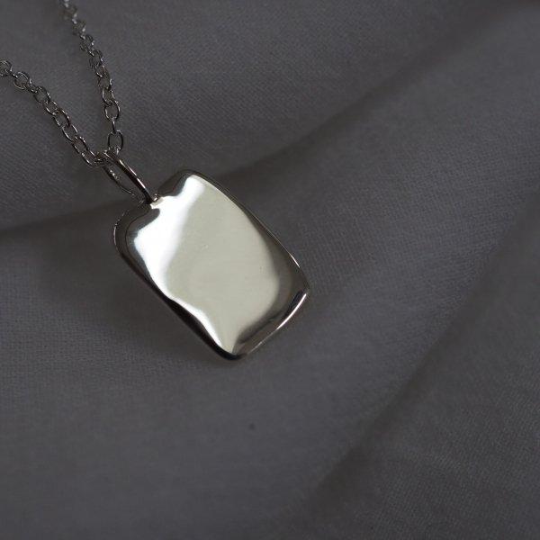 由 925 银制成的 Mood Charm Square(额外收费,取决于银色链的长度)