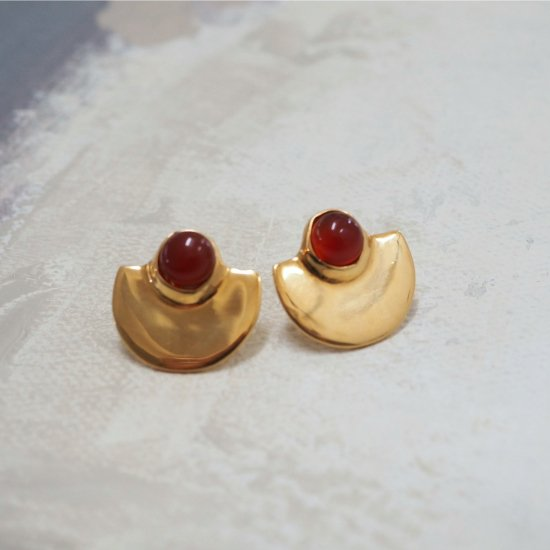 Gold Type Que Red Agate (ต่างหูเจาะหรือต่างหู)