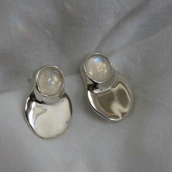 จอง Silver Type Daruma Rainbow Moonstone (เจาะต่างหูหรือต่างหู)