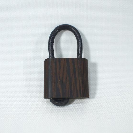 takahashicrafts 木の南京錠キーホルダー ウエンジWooden Padlock メインイメージ