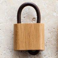 takahashicrafts 木の南京錠キーホルダー オークWooden Padlock メインイメージ