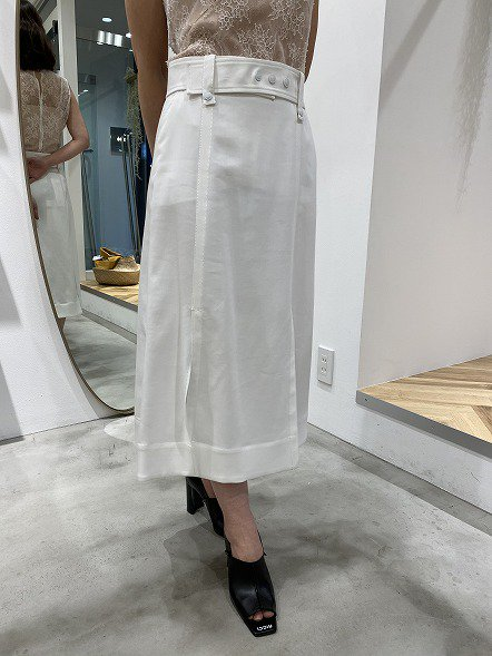 <img class='new_mark_img1' src='https://img.shop-pro.jp/img/new/icons50.gif' style='border:none;display:inline;margin:0px;padding:0px;width:auto;' />SPORTMAX スカートホワイト