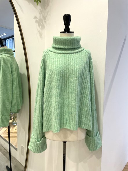 <img class='new_mark_img1' src='https://img.shop-pro.jp/img/new/icons14.gif' style='border:none;display:inline;margin:0px;padding:0px;width:auto;' />CHIRISTIAN WIJNANTS Turtle neck knit