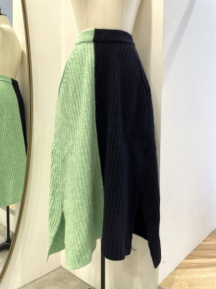 <img class='new_mark_img1' src='https://img.shop-pro.jp/img/new/icons14.gif' style='border:none;display:inline;margin:0px;padding:0px;width:auto;' />CHIRISTIAN WIJNANTS Knit skirt