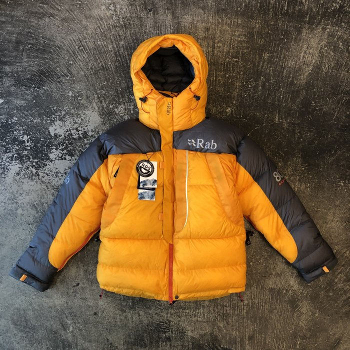 <img class='new_mark_img1' src='//img.shop-pro.jp/img/new/icons1.gif' style='border:none;display:inline;margin:0px;padding:0px;width:auto;' />Rab EXPEDITION 8000 JACKET(Gold)