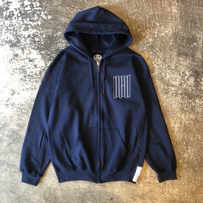 <img class='new_mark_img1' src='//img.shop-pro.jp/img/new/icons1.gif' style='border:none;display:inline;margin:0px;padding:0px;width:auto;' />AGIT EMB LOGO ZIP HOODY(Navy)