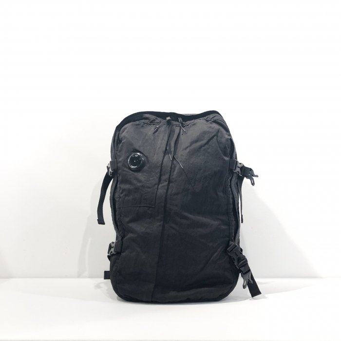 <img class='new_mark_img1' src='https://img.shop-pro.jp/img/new/icons47.gif' style='border:none;display:inline;margin:0px;padding:0px;width:auto;' />C.P.COMPANY TRAVEL BAG(Black)