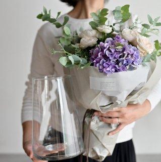 【生花】おまかせ花束とフラワーベース(花器)のセット 12,000円