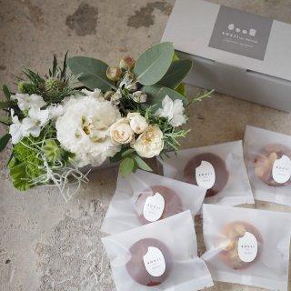 【生花】BOXアレンジと生糀フィナンシェのセット White×Green(白・グリーン系)