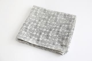 木版プリントのスカーフ モノクロ