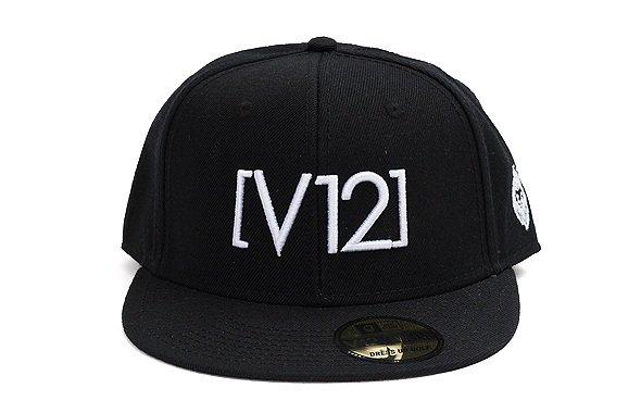 VI 「V12」シンプル平つばキャップのコーディネート写真