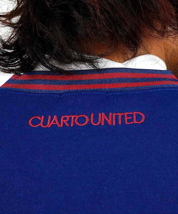 CU ホログラムロゴ裏起毛スウェットのコーディネート写真