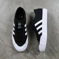 <img class='new_mark_img1' src='//img.shop-pro.jp/img/new/icons41.gif' style='border:none;display:inline;margin:0px;padding:0px;width:auto;' />adidas MATCHCOURT ADV CANVAS【BLACK×WHITE】skateboarding