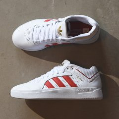 <img class='new_mark_img1' src='//img.shop-pro.jp/img/new/icons1.gif' style='border:none;display:inline;margin:0px;padding:0px;width:auto;' />adidas アディダス TYSHAWN【WH×RED】skateboarding